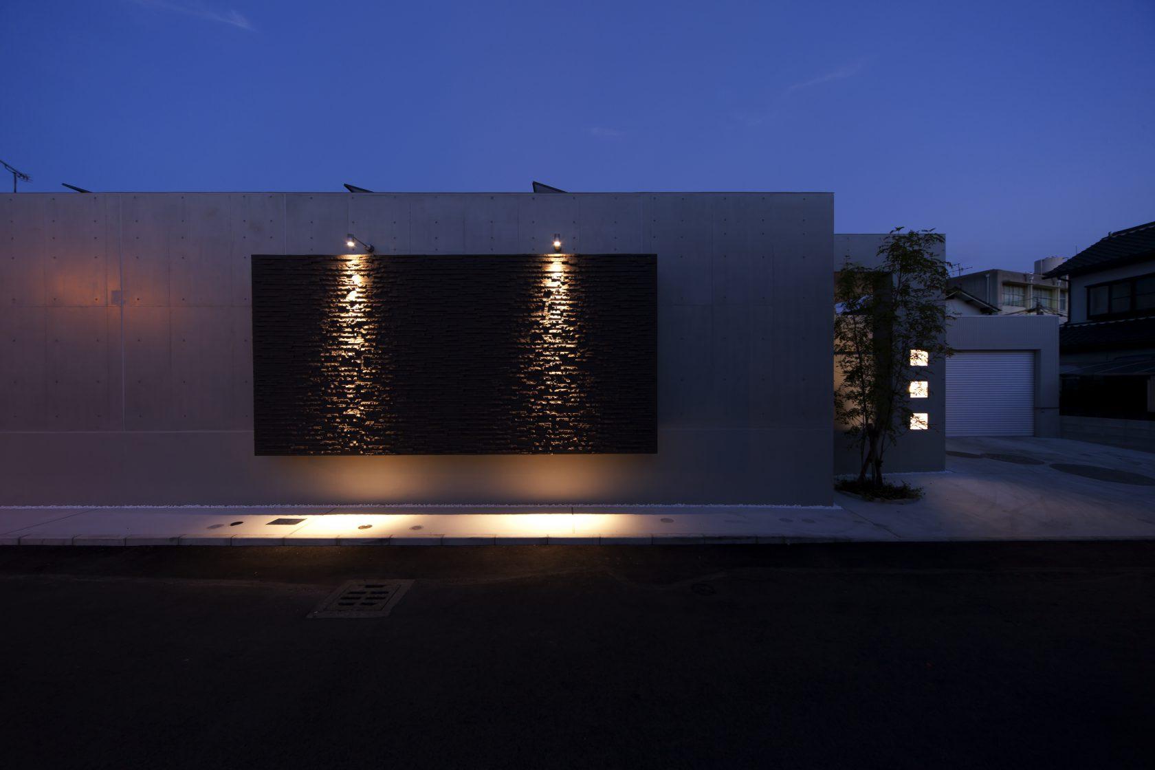 MOLSの30畳を超える水盤の中庭がある住まい実例写真