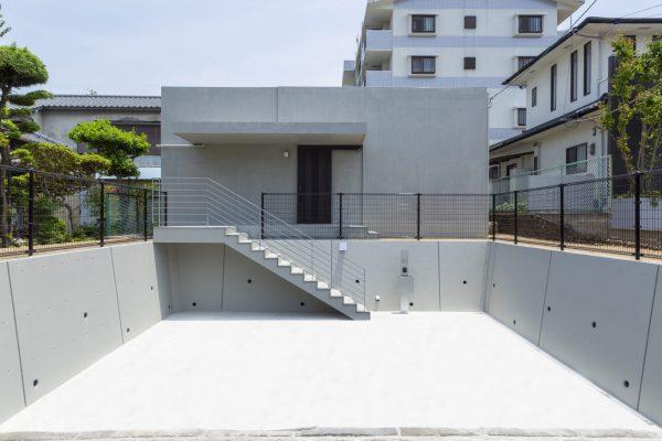 シンプルに暮らすコンクリートの平屋イメージ写真