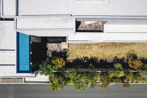 コンクリート住宅 中庭と水盤